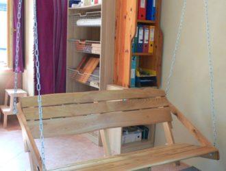 7_Vzorkovna - houpací lavice čekající na ozkoušení