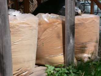 Čisté akátové piliny a hobliny